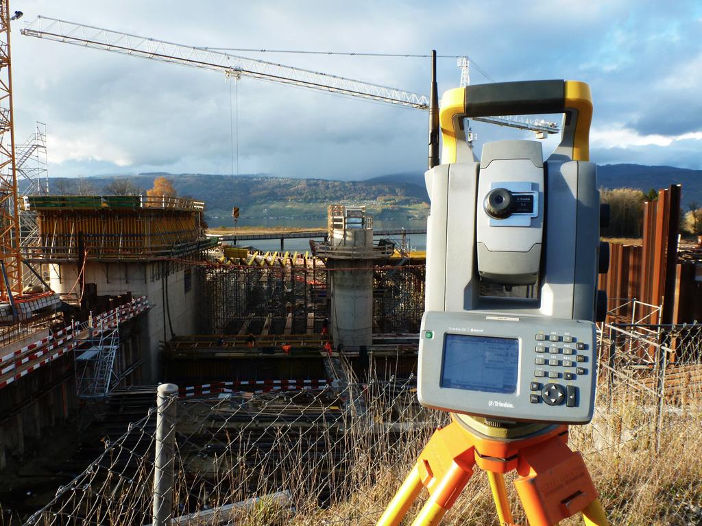 Messgerät auf der Baustelle