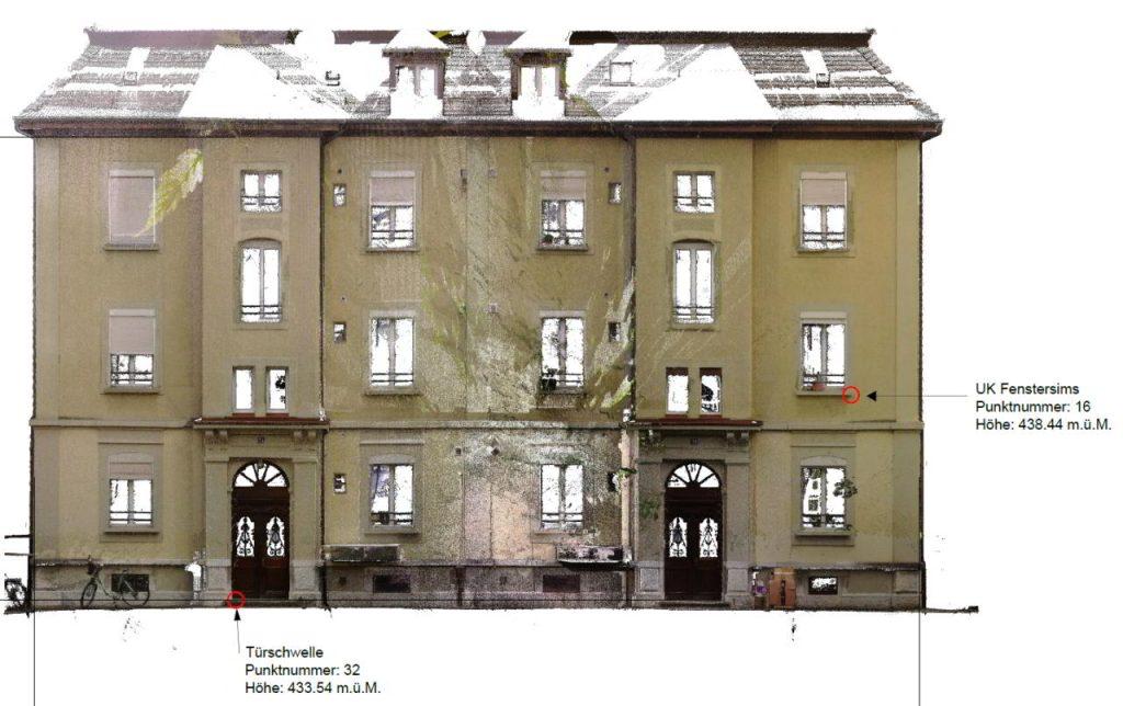 Laserscan-Photo einer Gebäudefassade mit 2 Eingängen und 3 Stockwerken