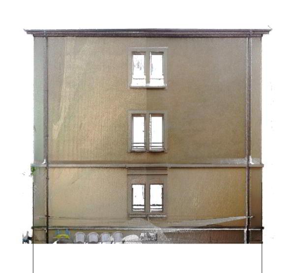 Laserscan-Photo einer Gebäudefassade mit 3 Fenstern übereinander